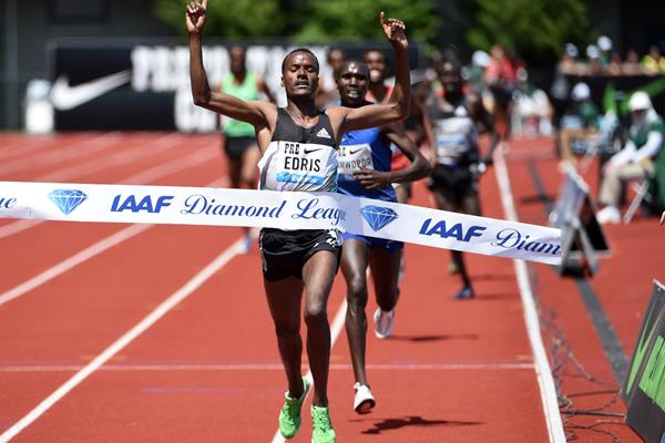 Demadonna's Muktar Edris of Ethiopia cruises in a word-leading time to take victory at the IAAF Diamond League meeting in Eugene on Saturday (28)